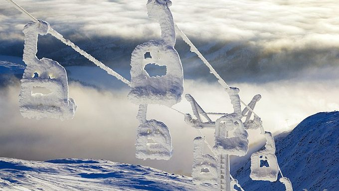 800px-Snowy_Åreskutan_Ski_lift.jpg